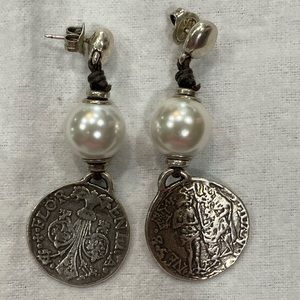 Uno de 50 pearl and Coin earrings